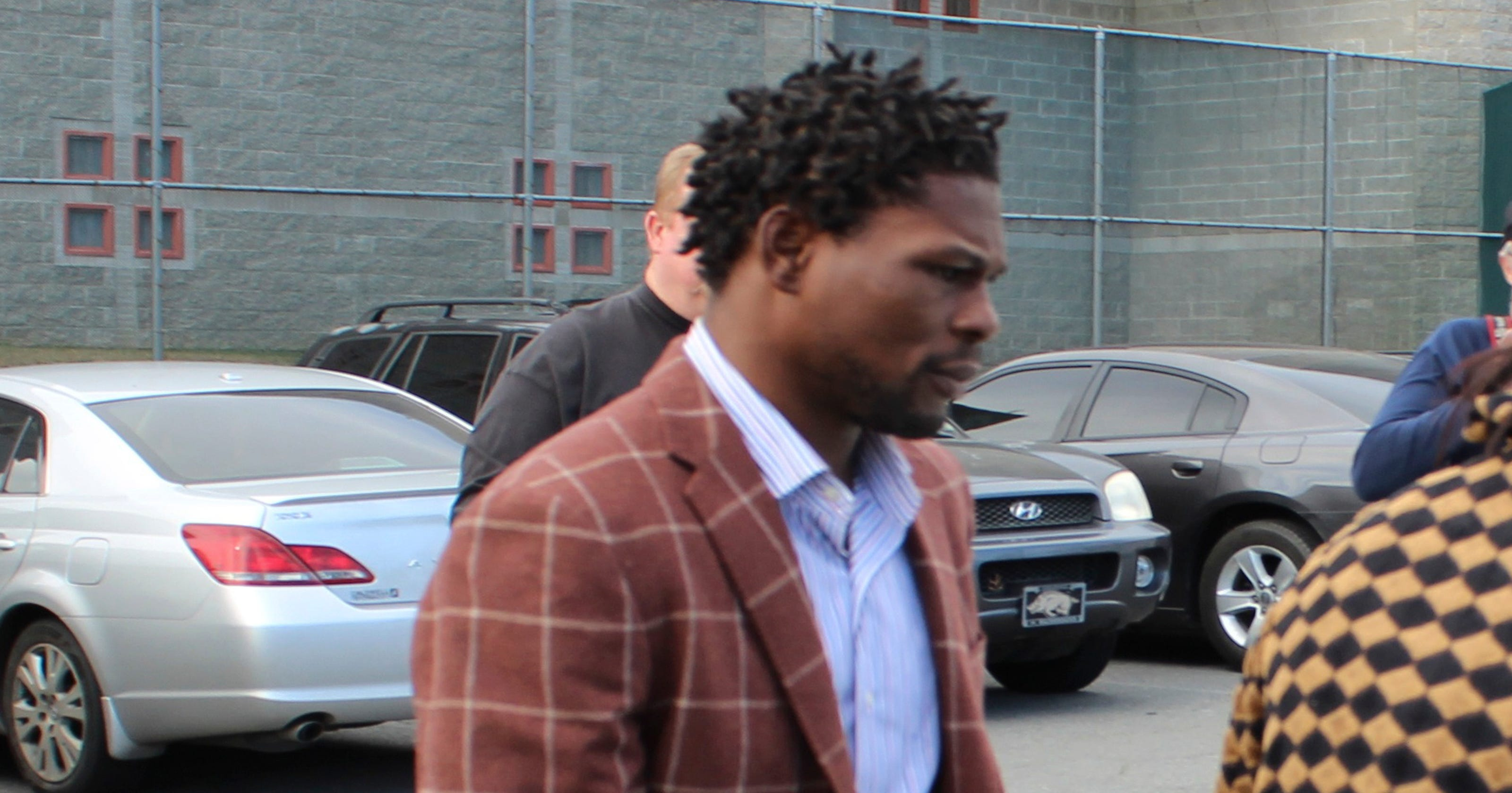 Jermain Taylor turns himself in after bond revoked