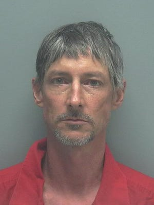 Thomas Crews, W/M, DOB: 07-14-1970, of 3620 SE 8th Avenue, Cape Coral, FL. CHARGES: Grand Theft, Defrauding an Innkeeper.