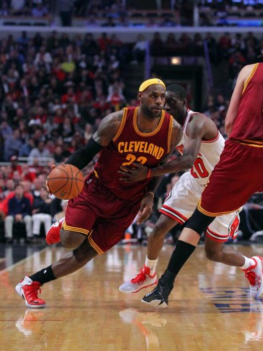 new styles d1328 e30bb LeBron James, Cleveland Cavaliers stop Chicago Bulls