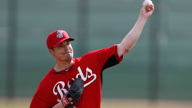 Reds pitcher Manny Parra throws live batting practice in Goodyear on Feb. 21.