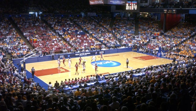 Marist College takes on Tennessee in an NCAA tournament women's basketball game at the University of Dayton in Ohio on March 25, 2007.