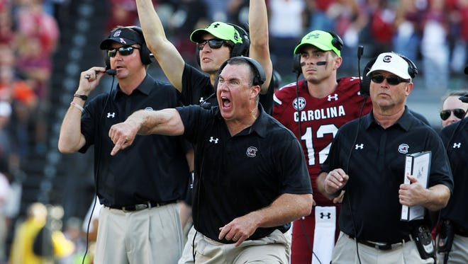 South Carolina interim head coach Shawn Elliott yells out instructions in the second half at Williams-Brice Stadium, Saturday, November 28, 2015.