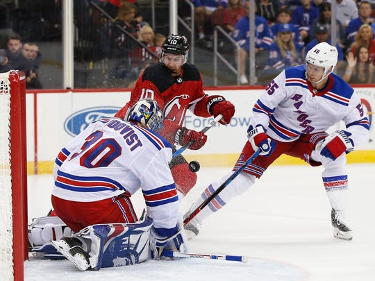 New Jersey Devils right wing Jimmy Hayes (10) takes