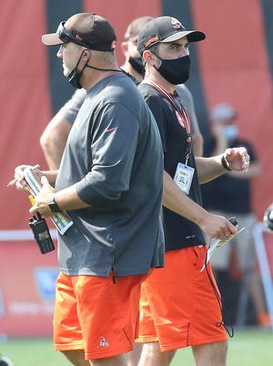 Cleveland Browns head coach Kevin Stefanski, right, passes offensive coordinator Alex Van Pelt during 11-on-11 drills in training camp, Tuesday, Aug. 18, 2020, in Berea, Ohio. (John Kuntz/The Plain Dealer via AP)