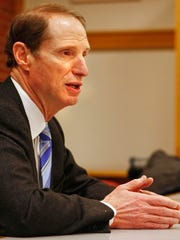 Sen. Ron Wyden, D-Ore., meets with the Statesman Journal editorial board on Friday, Jan. 6, 2012.