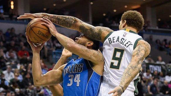 Dallas Mavericks guard Devin Harris is fouled by Bucks