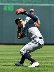 Jose Iglesias loses the ball in the sun during the third inning Sunday.