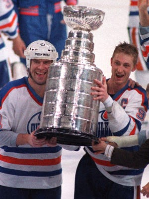 Mark Messier (left) and Wayne Gretzky (right) are all-time legends.