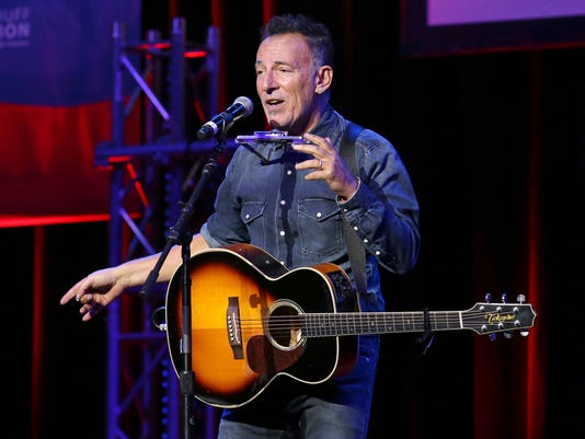 AP PEOPLE BRUCE SPRINGSTEEN A ENT USA NY