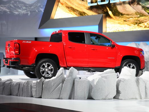 chevy colorado mid size truck with big plans risks. Black Bedroom Furniture Sets. Home Design Ideas