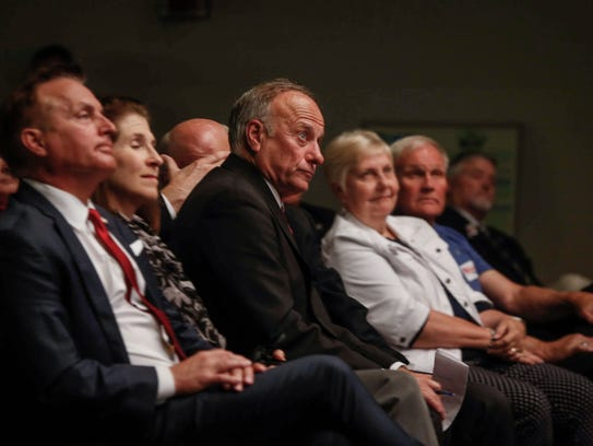 Congressman Steve King joins fellow republicans during
