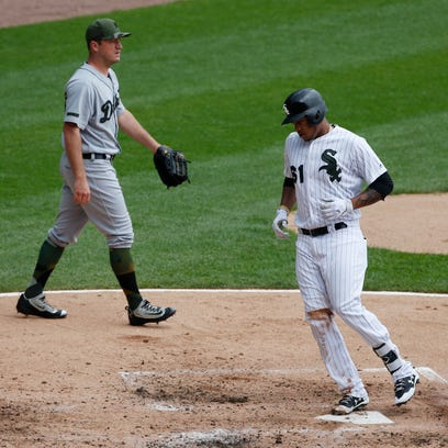 White Sox's Willy Garcia scores on a throwing error