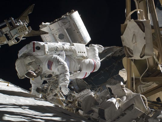 astronaut drifts into space - photo #37