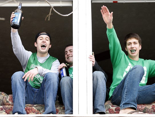 Miami University students celebrate Green Beer Day