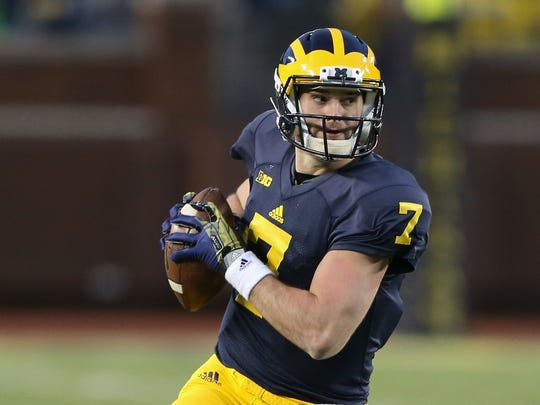Shane Morris runs for a first down during Michigan's 2016 spring game in Ann Arbor.