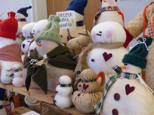 635833610477595291-Snowpersons-for-the-Christmas-Bazaar