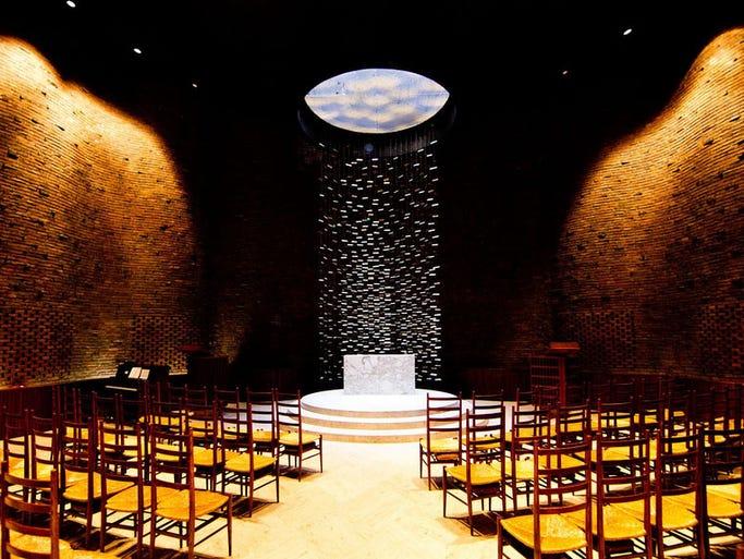 Finnish-American architect Eero Saarinenwent in an