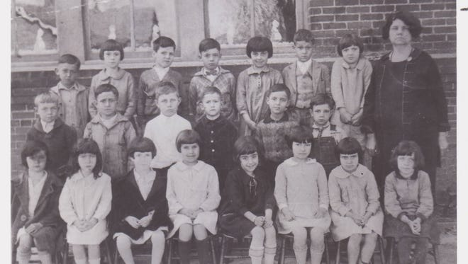 The 1927 Northside Primary School class suffering through a class photo. Can you imagine what the kids were thinking?