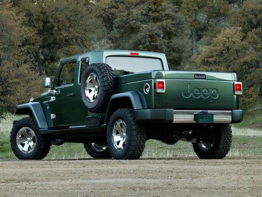 X 2005 Detroit Auto Show Jeep Gladiator Concept Back F Fea Mi