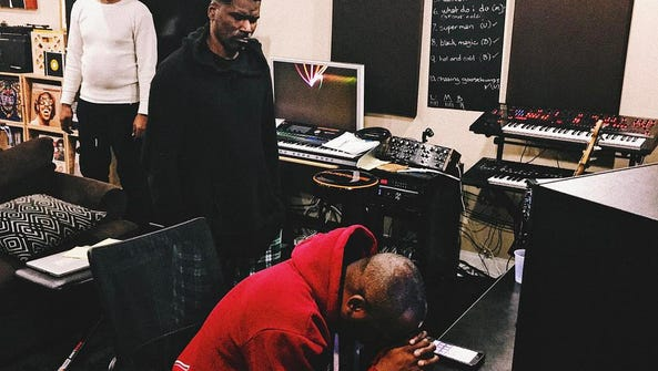 DJ Jazzy Jeff (seated) and Glenn Lewis collaborating