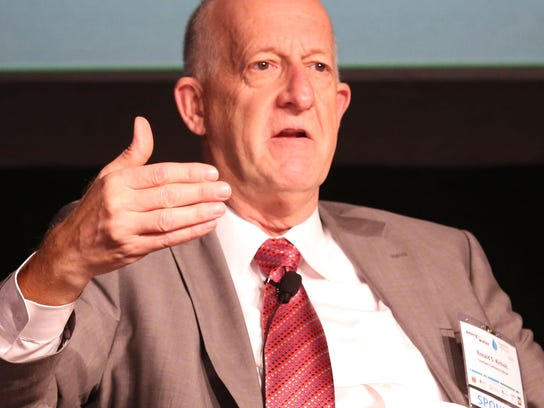 Southern California Edison President Ron Nichols speaks at the Southern California Energy and Water Summit in Palm Springs on Oct. 1, 2015.