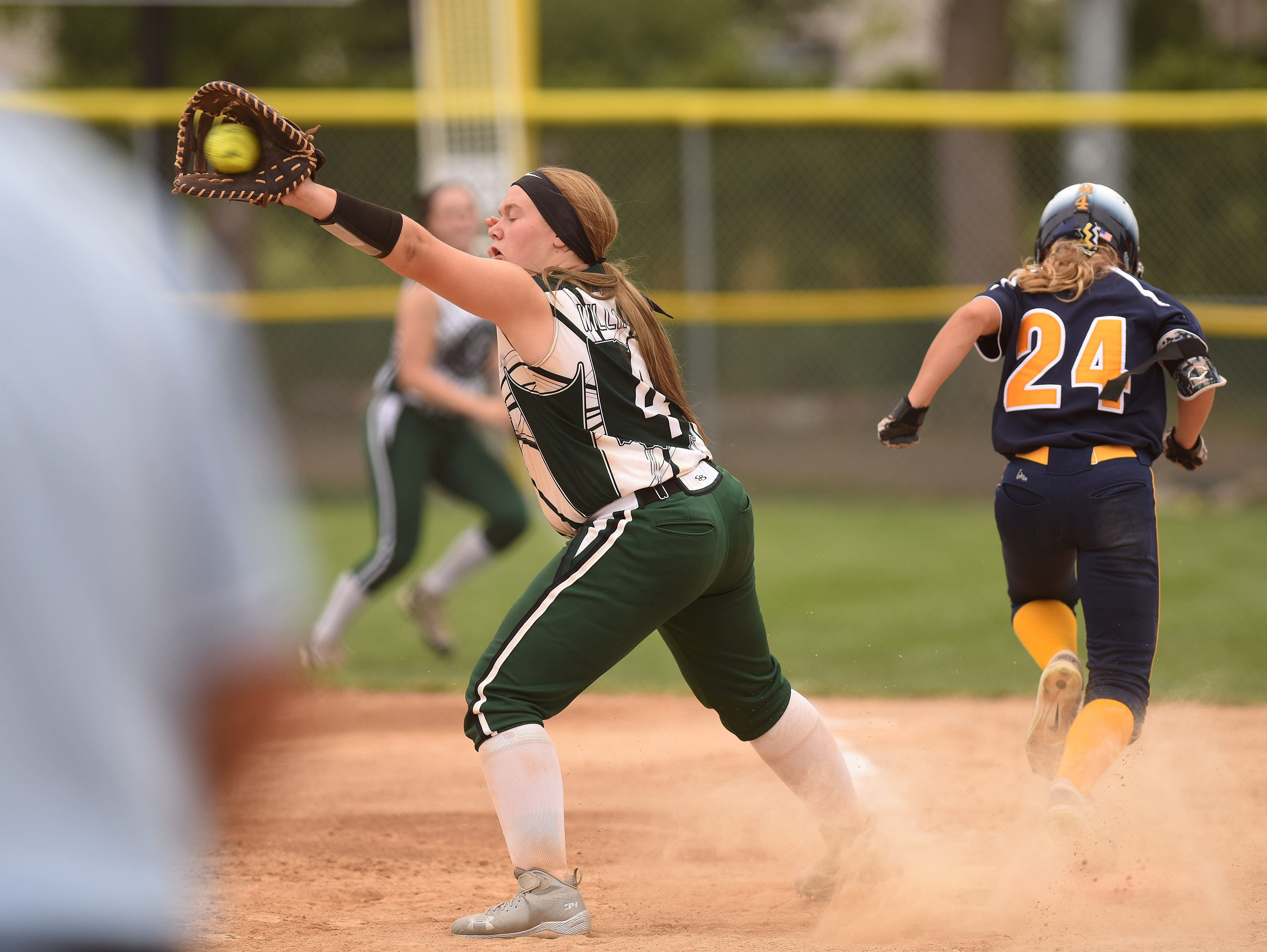 Ohio Lady Lasers Green's #4 Reagan Williamson attempts to throw New Lenox Lighting's #24 Ella Le Monier out at first base during the ASA 14U national softball tournament at Sherman Park in Sioux Falls, S.D., Monday, Aug. 1, 2016.