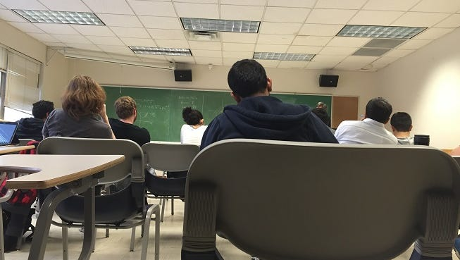 Siobhan McAndrew/RGJ Students pictured during a lecture in a UNR classroom. A UNR classroom