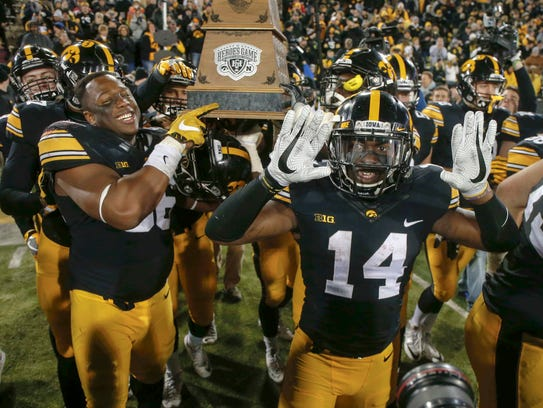 Iowa senior cornerback Desmond King (No. 14) and the