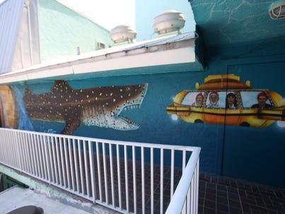 portico-mural