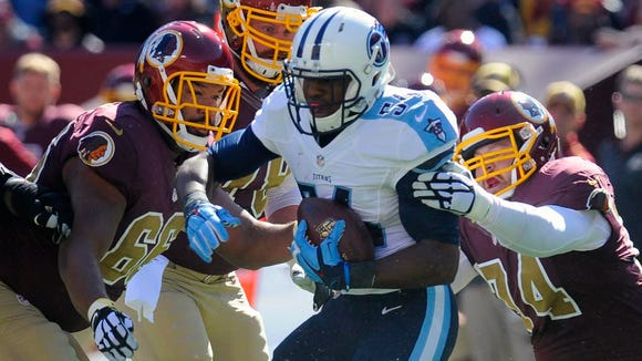 Titans linebacker Avery Williamson runs with a fumble recovery against the Redskins in the first half.