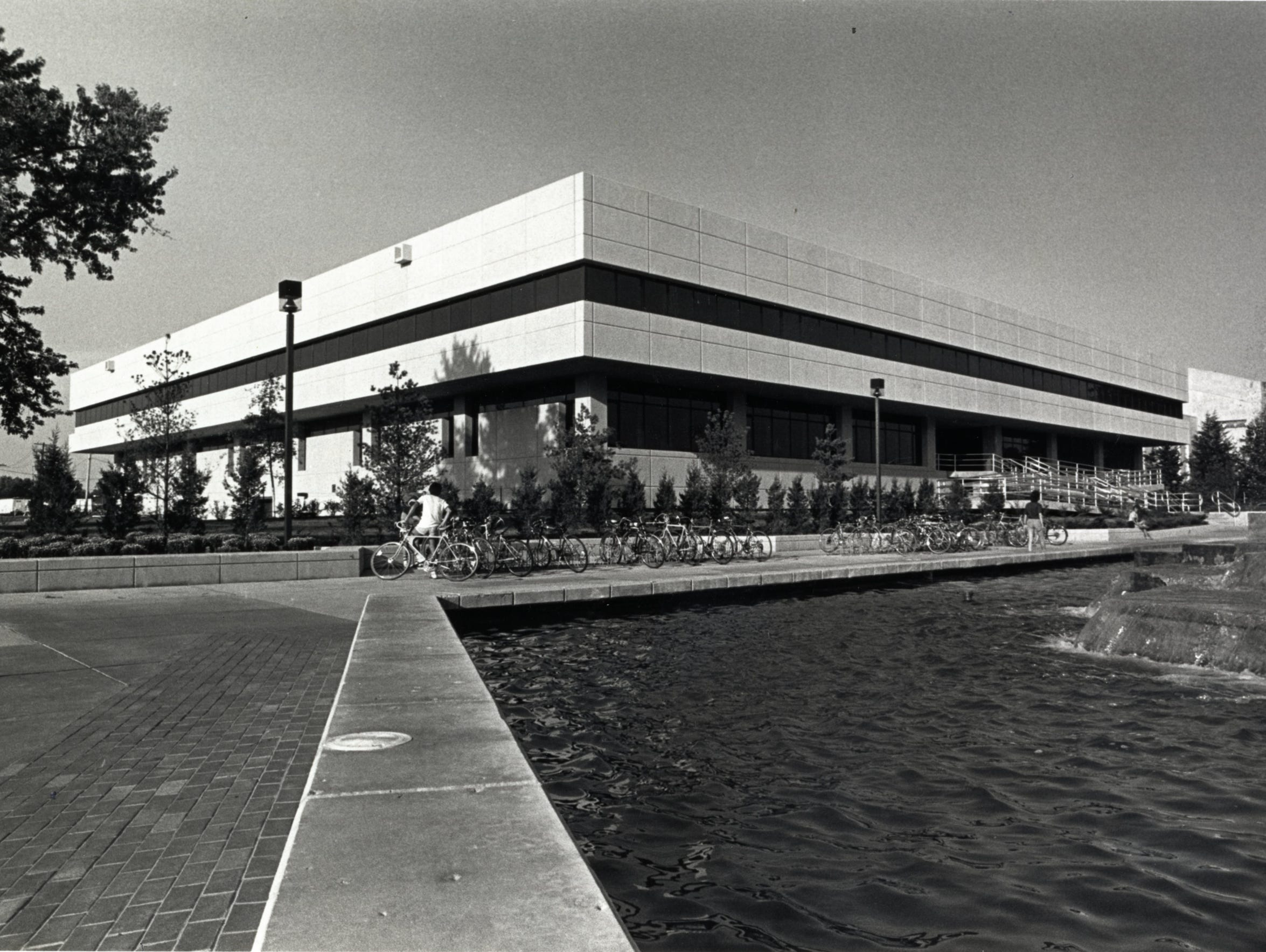 A photo from the 1980s of the library on the campus