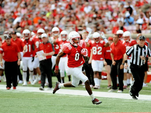 Louisville's Lamar Jackson (8) heads for the end zone