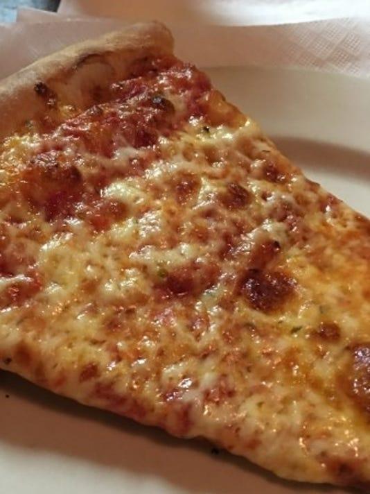 636171372530570400-Italian-Kitchen-Pizza--renne.JPG