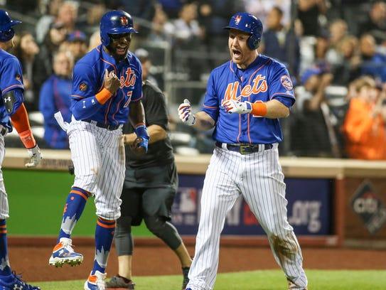 New York Mets third baseman Todd Frazier (21) is congratulated