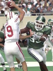 Wisconsin's quarterback Jim Sorgi avoids MSU's Samalj