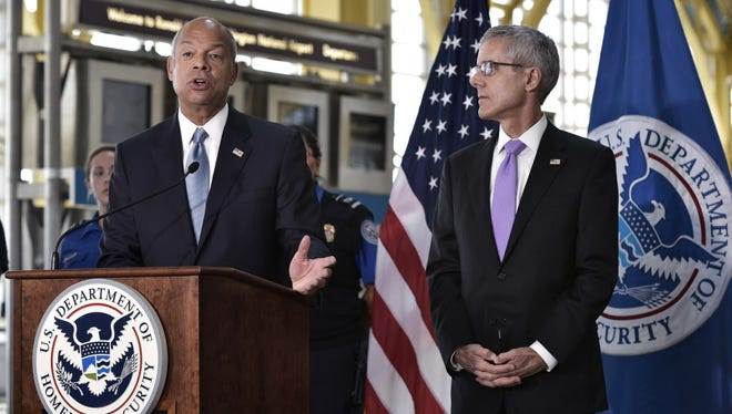 US Homeland Security Secretary Jeh Johnson (L) speaks during a press conference with Transportation Security Administration (TSA) Administrator Peter Neffenger (R) about airport security on Sept. 7, 2016 at Ronald Reagan Washington National Airport in Arlington,