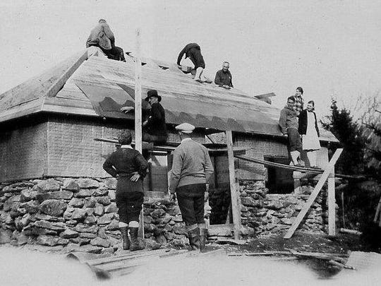 Green Mountain Club volunteers putting a roof on Bolton Lodge in 1928.