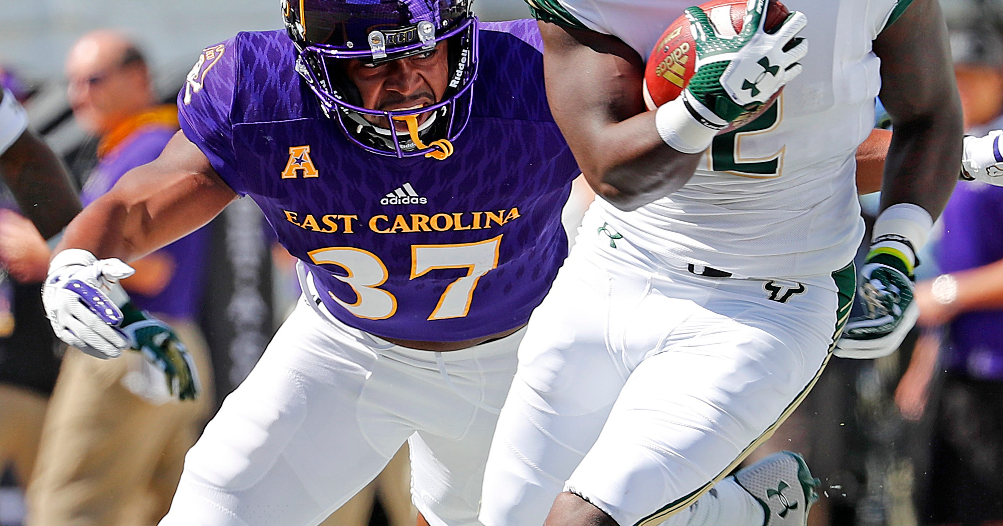 buy online 88d8b 9b70b No. 17 South Florida remains perfect, routs East Carolina 61-31
