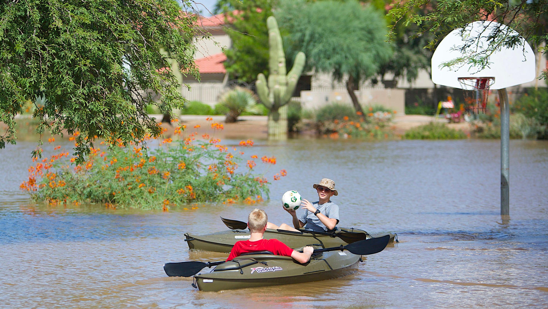 Monsoon rain floods valley for Monsoon de