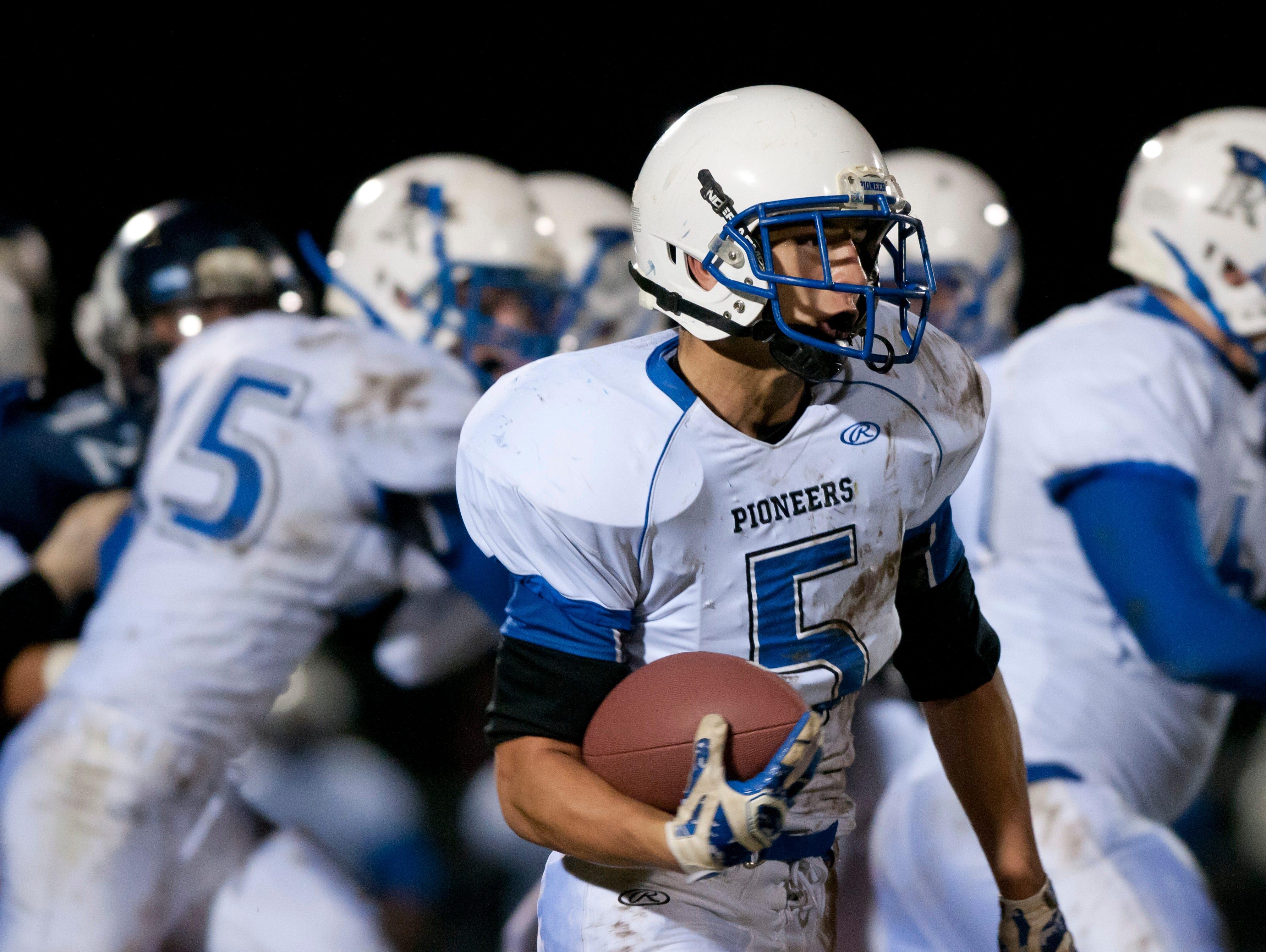 Cros-Lex's Matt Kettlewell runs the ball during a football game Friday, October 30, 2015 at Richmond High School.