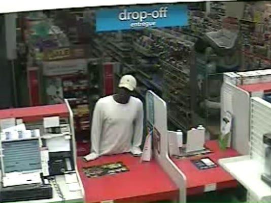 635980620878028034-cvs-0505-suspect.jpg