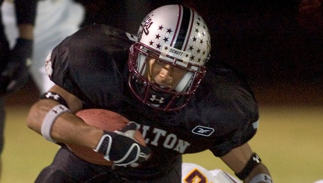 Hamilton's Kerry Taylor stretches for yardage in a 2004 game against Tucson by Salpointe.