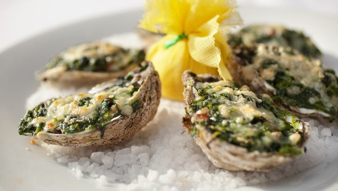 Oysters Rockefeller incorporate the flavors of bacon, several cheeses, spinach and fennel. Find the recipe on FD2.