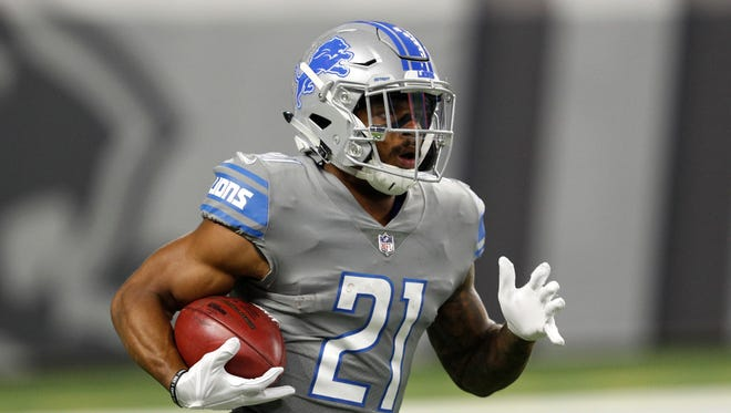 Detroit Lions running back Ameer Abdullah (21) runs with the ball during the first quarter against the Chicago Bears at Ford Field.