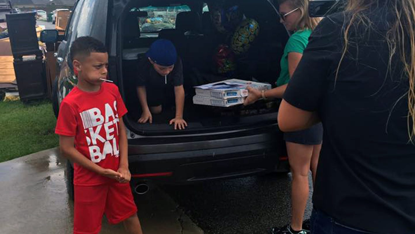 39 birthday boy 39 brings 363 pizzas to la flood victims for Bed tech 3000