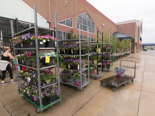 636619028792607221-Lowes-no-flowers-01.jpg