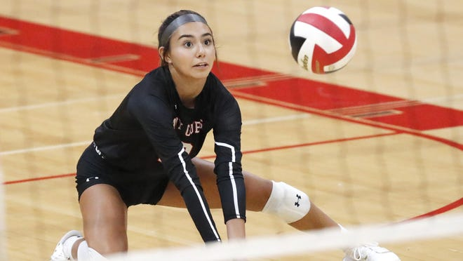 Brownfield's Meriah Gonzalez (10) sets up a shot during the first set of the Lady Cubs' match against Seminole on Tuesday in Brownfield.