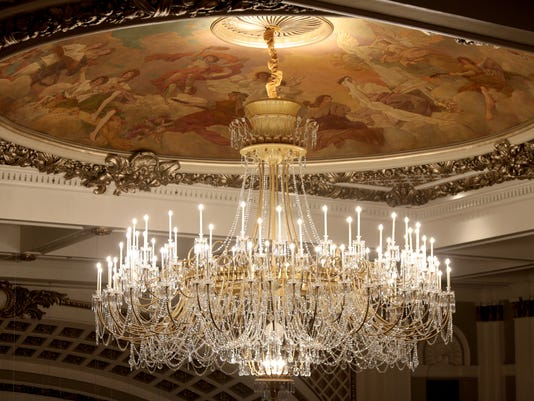 636421054719235927-music-hall-springer-chandelier.jpg