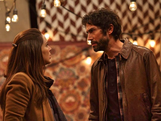 """The arrival of a new roommate sparks tension between Francisco (Benny Ibarra) and Alma (Jacqueline Bracamontes) in """"Un Padre No Tan Padre."""""""
