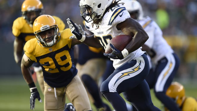 Packers cornerback Casey Hayward (29) looks to tackle Chargers running back Melvin Gordon (28) in the first half at Lambeau Field.